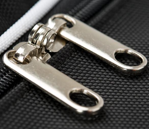 strapazierfähiger Reißverschluss in der Autotasche